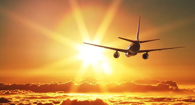 Летящий в даль самолет