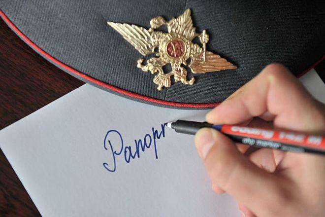 Солдат пишет рапорт