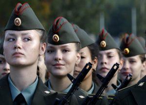 Может ли женщина служить в армии