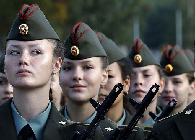 Девушки служащие по контракту