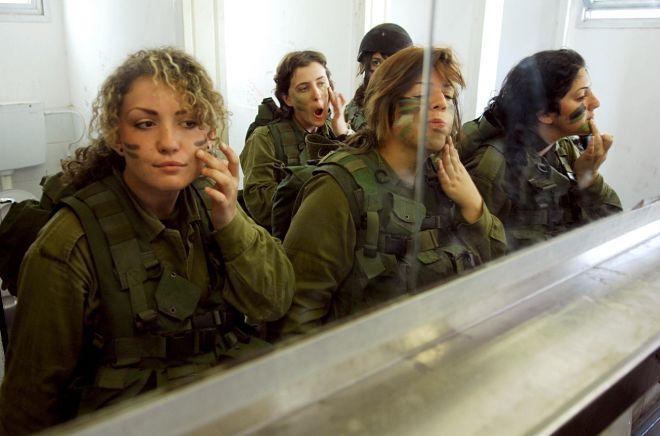 Женщины в военном комуфляже